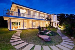 das Palm Tree Haus bei Nacht